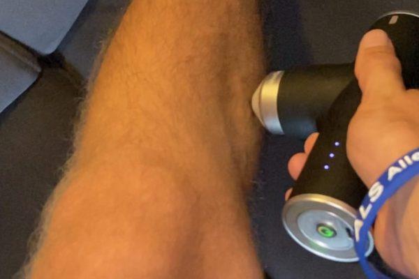Massagepistole in der Anwendung